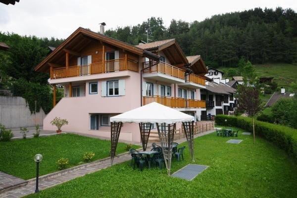 Foto estiva di presentazione Le Plejadi - Appartamenti 4 fiori
