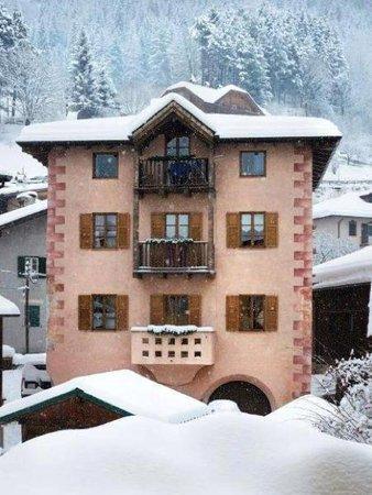 Foto invernale di presentazione Casa Nicoleta - Appartamenti 4 genziane