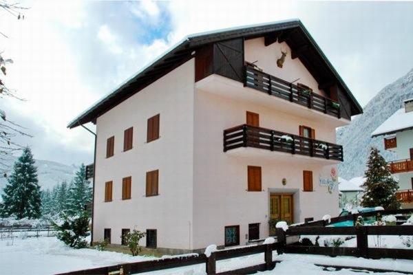Foto invernale di presentazione Villa Rosa - Appartamenti 3 genziane