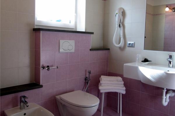 Foto del bagno Garni Affittacamere Famiglia Ceschini