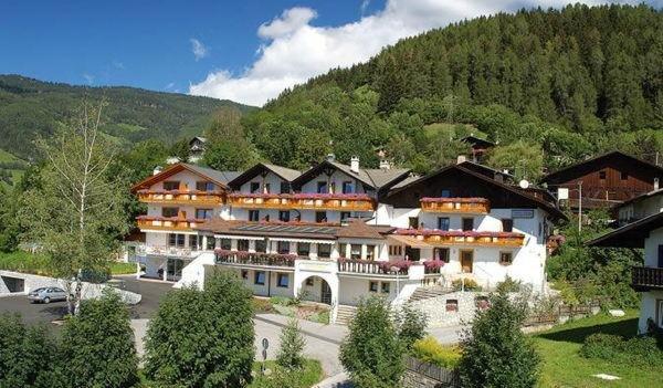 Foto estiva di presentazione Hotel Sonnenheim