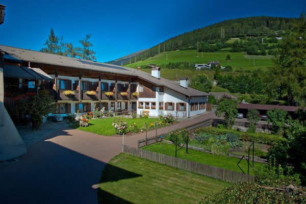 Foto estiva di presentazione Färbe - Garni (B&B) + Appartamenti 2 stelle