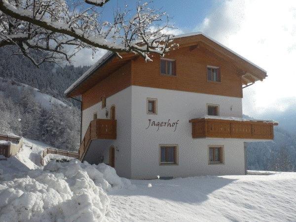 Foto invernale di presentazione Jagerhof - Appartamenti in agriturismo 3 fiori