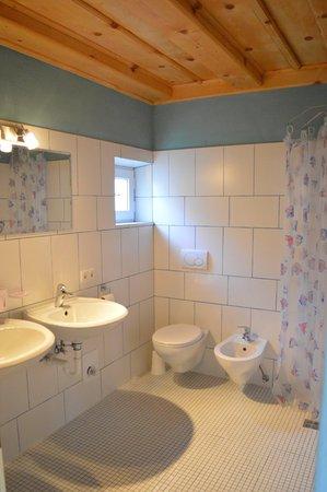 Foto del bagno Appartamenti in agriturismo Martlerhof
