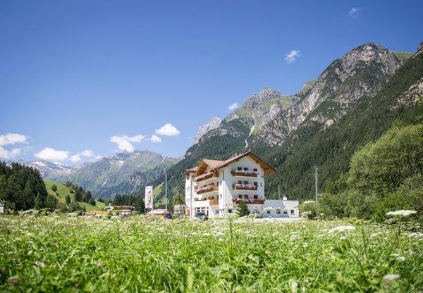 Foto estiva di presentazione Hotel Alpin