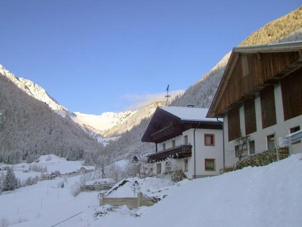 Winter Präsentationsbild Ferienwohnungen auf dem Bauernhof Heiserhof