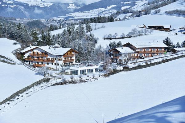 Winter Präsentationsbild Hotel Torgglerhof