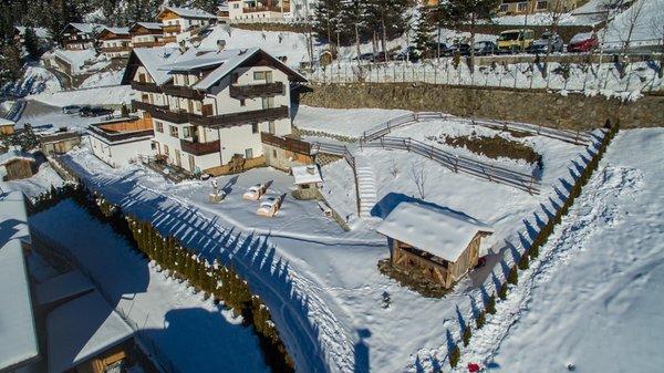 Foto esterno in inverno Waldheim Alpine Appartements