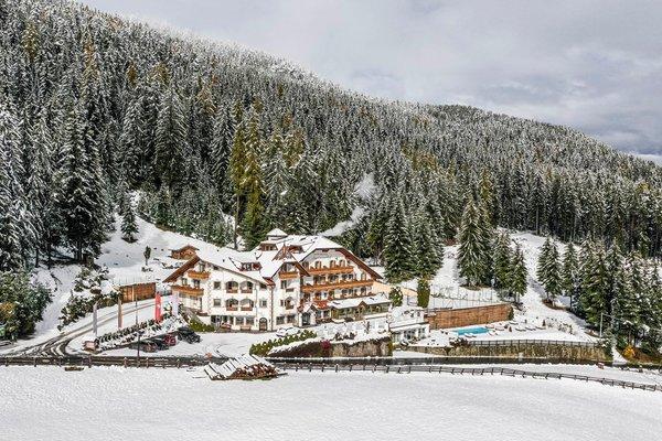 Photo exteriors in winter Granpanorama Wellness Hotel Sambergerhof