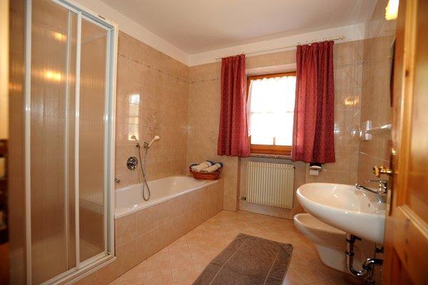 Foto del bagno Appartamenti in agriturismo Schweiggerhof