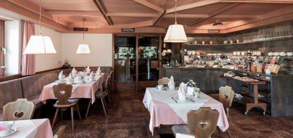 Il ristorante Val di Funes Raschötzhof
