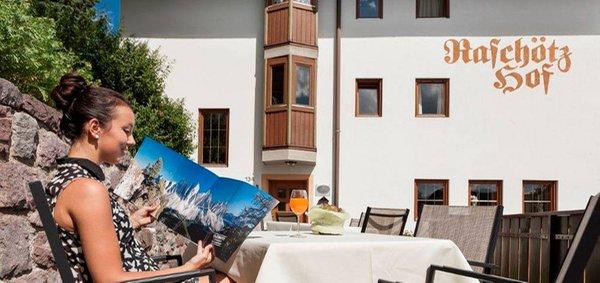 Foto esterno in estate Raschötzhof