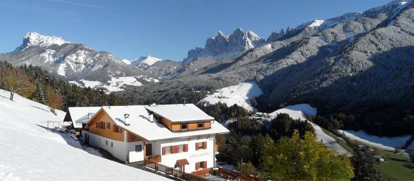 Foto invernale di presentazione Appartamenti in agriturismo Oberschlellhof