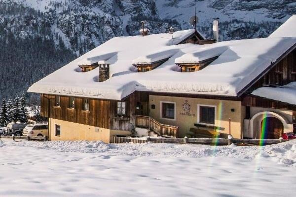 Winter Präsentationsbild Ferienwohnungen Ciasa Altonn