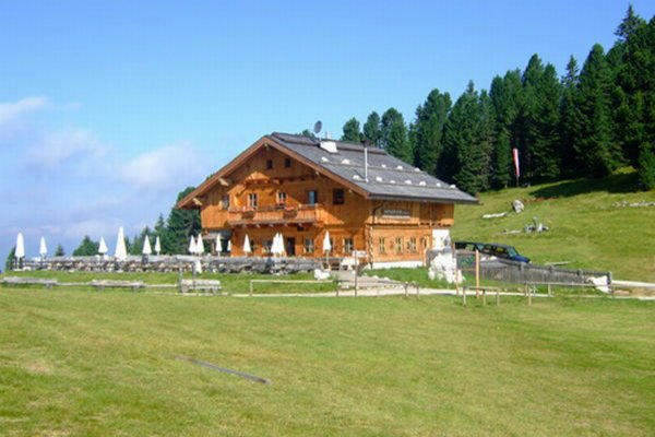 Summer presentation photo Mountain hut Geisleralm