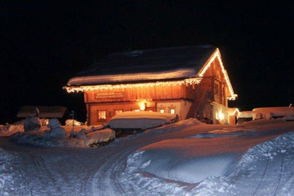 Winter presentation photo Mountain hut Geisleralm