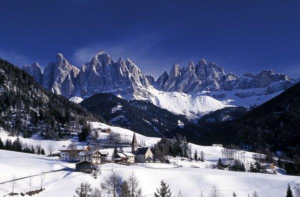 Foto invernale di presentazione Associazione turistica Dolomiti Val di Funes