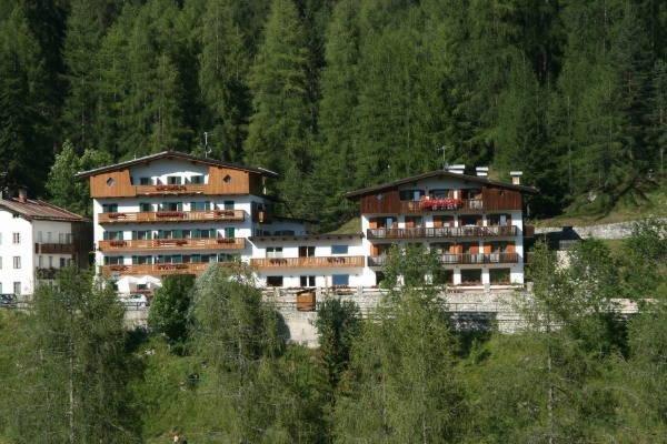 Foto estiva di presentazione Hotel Des Alpes