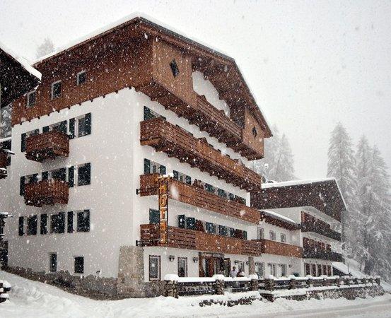 Foto Außenansicht im Winter Des Alpes