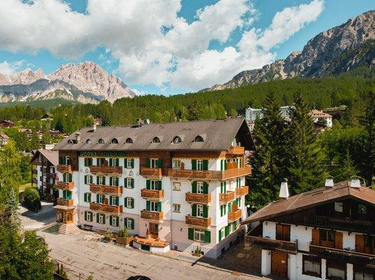 Summer presentation photo Hotel Serena Cortina