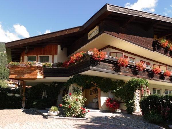 Foto estiva di presentazione Intica - Residence 3 stelle