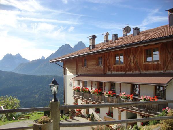 Sommer Präsentationsbild Egarterhof - Ferienwohnungen auf dem Bauernhof 3 Blumen