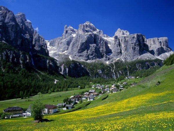Foto estiva di presentazione Associazione turistica Colfosco