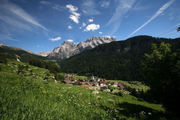 Foto estiva di presentazione Ufficio turistico La Val