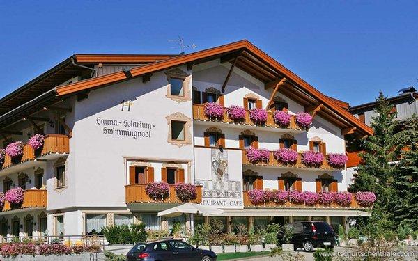Foto estiva di presentazione Tschurtschenthaler - Hotel 3 stelle