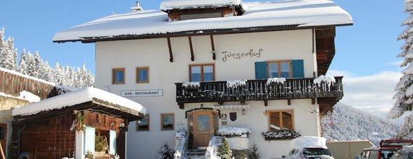 Foto invernale di presentazione Pensione + Appartamenti Jörgerhof Gasthof