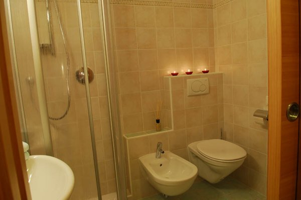 Foto del bagno Garni (B&B) + Appartamenti Sunnseit'n
