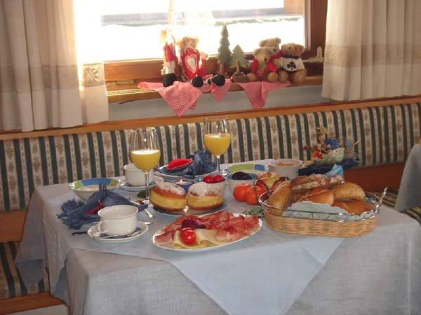 La colazione Sunnseit'n - Garni (B&B) + Appartamenti 3 stelle