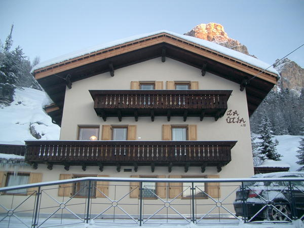 Foto esterno in inverno La Ütia