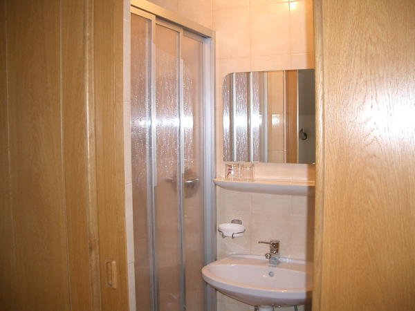 Foto del bagno B&B + Appartamenti La Ütia