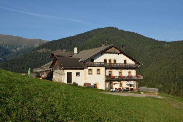 Sommer Präsentationsbild Gostnerhof - B&B + Ferienwohnungen auf dem Bauernhof 2 Blumen