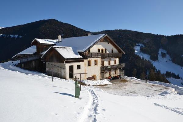 Foto invernale di presentazione Gostnerhof - Camere + Appartamenti in agriturismo 2 fiori