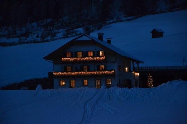 Foto invernale di presentazione Klaudehof - Appartamenti in agriturismo 2 fiori
