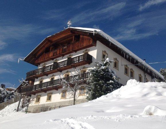 Foto invernale di presentazione Stauderhof - Camere in agriturismo 3 fiori