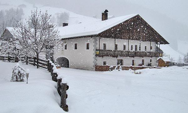 Foto invernale di presentazione Durnwalder Reinhold - Appartamenti in agriturismo 2 fiori