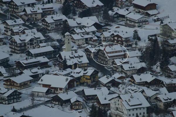 Lage Garni-Hotel + Ferienwohnungen Edelweiss Sexten - Moos