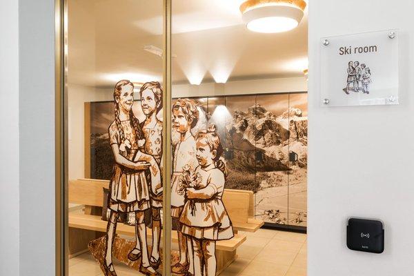 The skiroom Apartments La Villetta & Chalets 4 Sorus