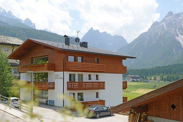 Foto esterno in estate Garni + Appartamenti Bergland