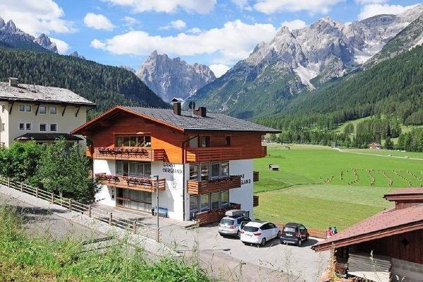 Foto estiva di presentazione Garni + Appartamenti Bergland - B&B + Appartamenti 3 stelle