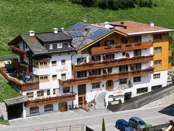 Foto estiva di presentazione Bergfrieden - Hotel 3 stelle sup.