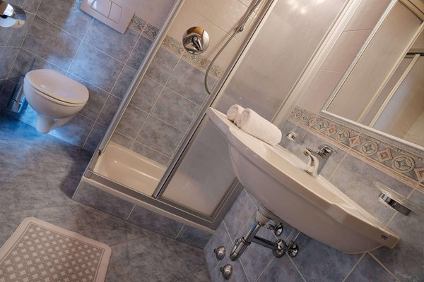 Foto del bagno Hotel Schwarzer Adler