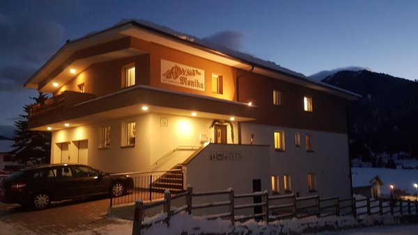 Foto invernale di presentazione b&b apartments Monika - Garni (B&B) + Appartamenti 4 soli