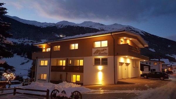 Foto esterno in inverno b&b apartments Monika