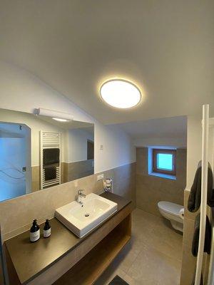 Foto del bagno B&B + Appartamento Haus Anna