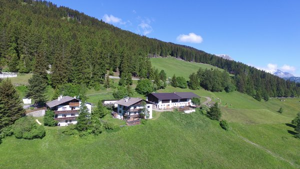 Foto esterno in estate Spinhof