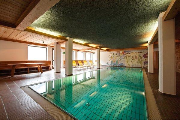 Swimming pool Hotel Am Fels
